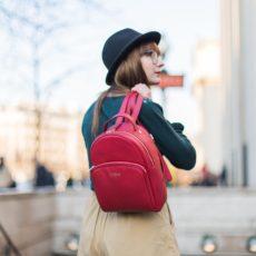 Le sac à dos rouge