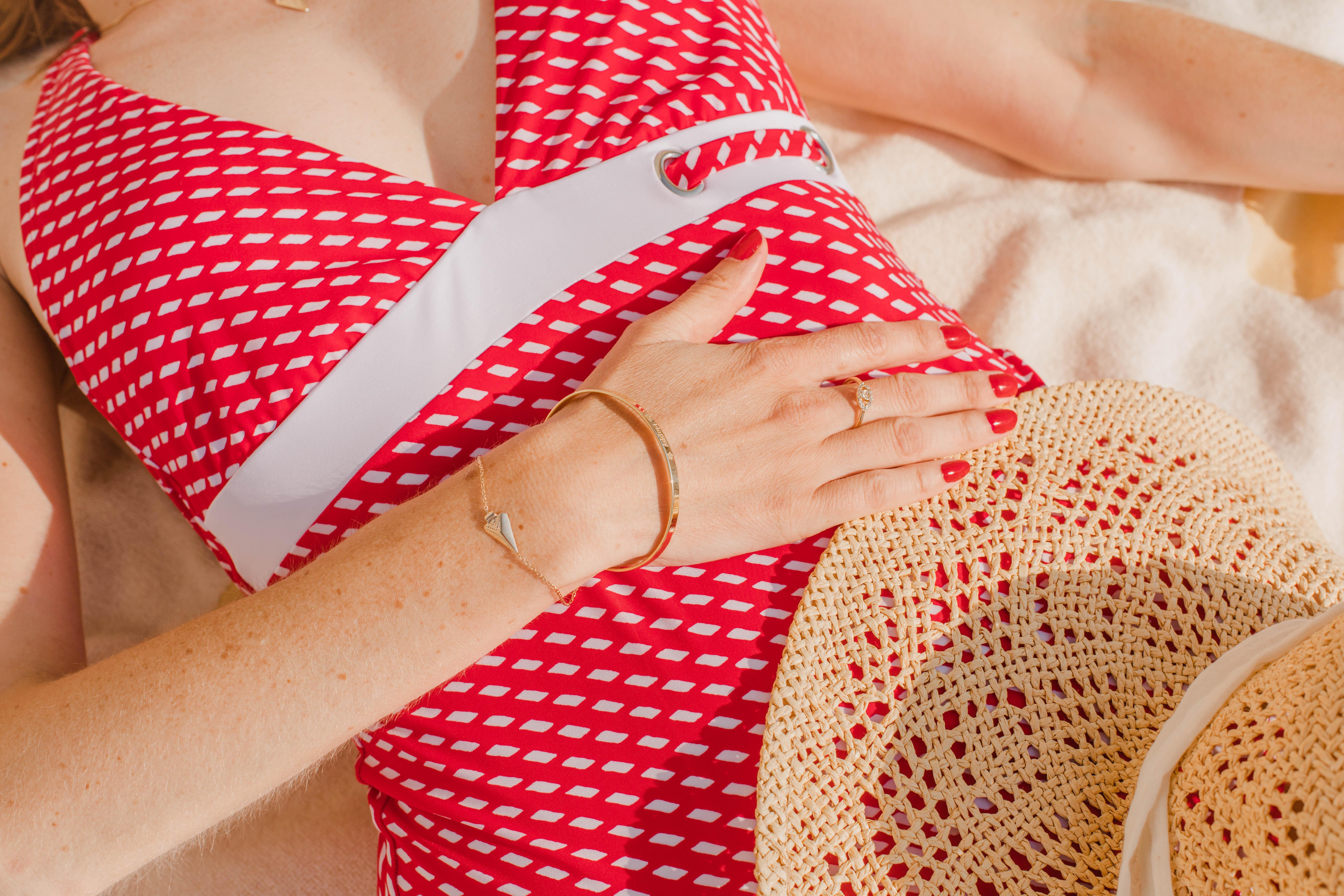 Le maillot de bain rouge